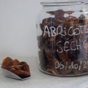 abricot sèchés du local en bocal